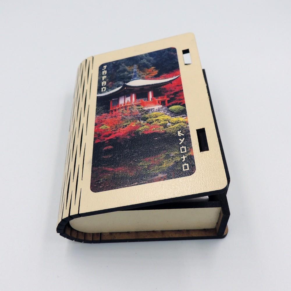 Дерев'яний футляр з колодою карт